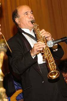picture of Ken on sax